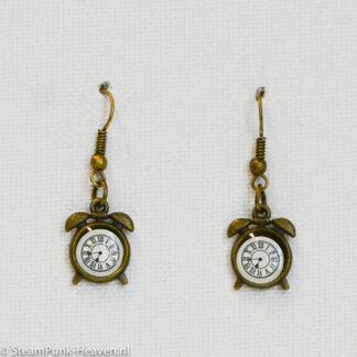Steampunk oorbellen 55, kleur brons met wekkertje