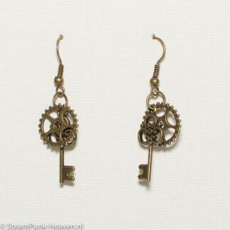 Steampunk oorbellen 112, met tandwiel en sleutel