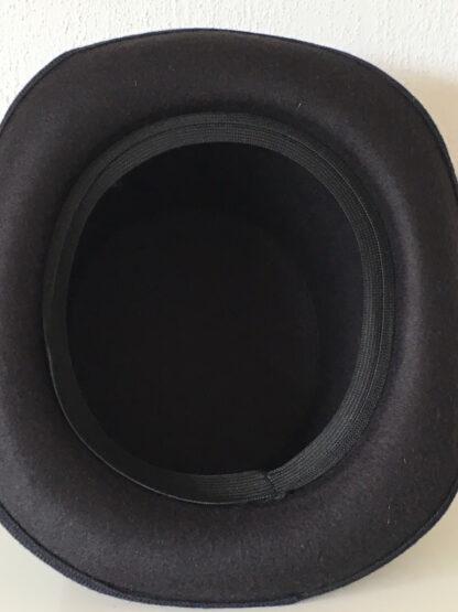 """Steampunk hoed """"Harvey"""" is een zwarte bolhoed"""
