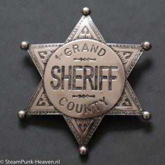 Steampunk broche 49, sheriff ster van metaal